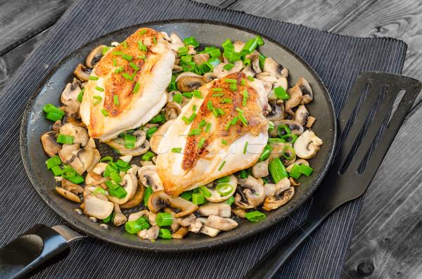 Csirkemell gombák újhagyma serpenyő étel levél Stock fotó © Peteer