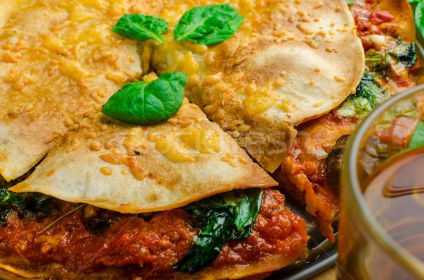 Сток-фото: вегетарианский · плоская · маисовая · лепешка · соус · болоньезе · шпинат · чеддер