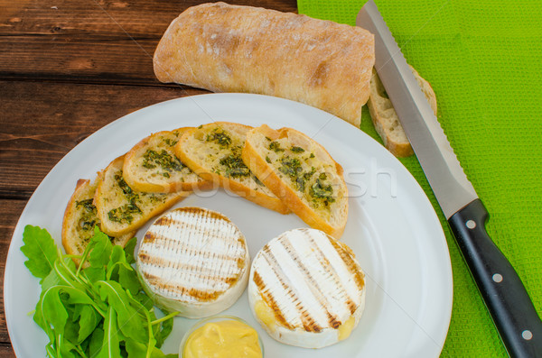 A la parrilla camembert baguette mostaza alimentos cena Foto stock © Peteer