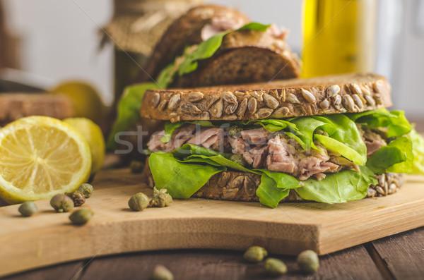 Ton balığı sandviç tohum ekmek limon meyve suyu Stok fotoğraf © Peteer