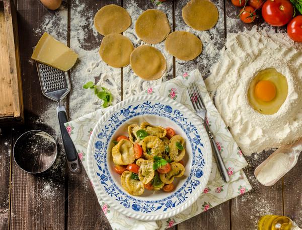 Gevuld tortellini pesto boter tomaten Stockfoto © Peteer