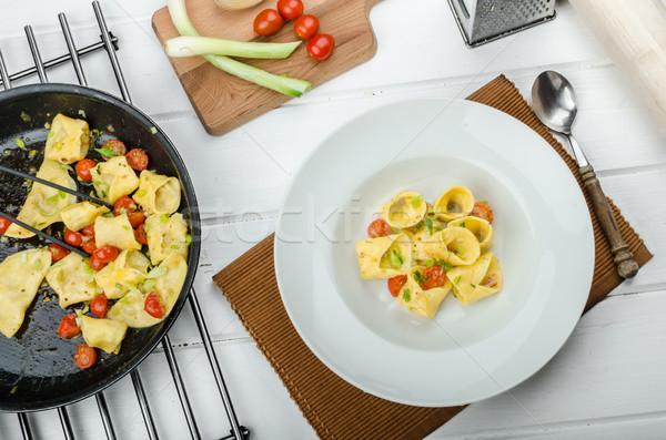 自家製 トルテッリーニ 小麦粉 詰まった パルメザンチーズ トマト ストックフォト © Peteer