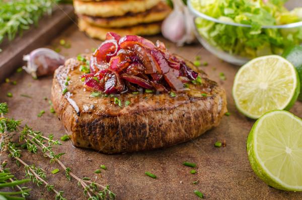Finom bifsztek bors fokhagyma vöröshagyma krumpli Stock fotó © Peteer