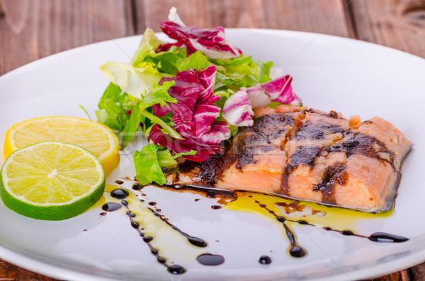 Salmão redução vinagre balsâmico raio fresco salada Foto stock © Peteer