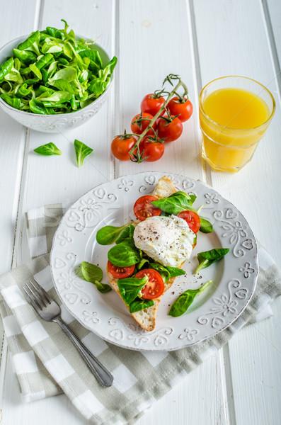 Friss egészséges reggeli tojás francia kenyér saláta Stock fotó © Peteer