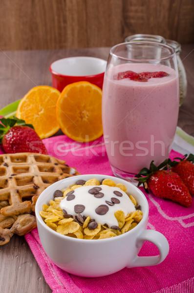 Aardbei smoothie cornflakes gezonde ontbijt glas Stockfoto © Peteer