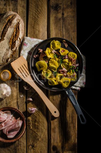 Ev yapımı tortellini makarna doldurulmuş peynir un Stok fotoğraf © Peteer