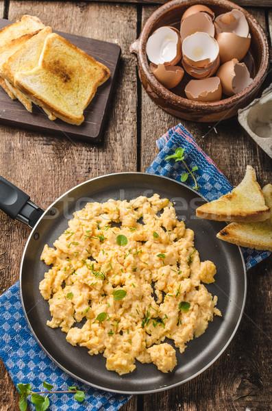 Zdjęcia stock: Jajecznica · rustykalny · stylu · toast · zioła · żywności