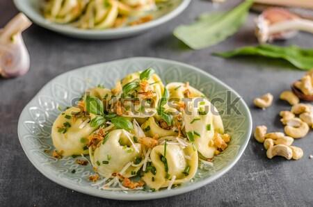 Relleno tortellini ajo espinacas frito cebolla Foto stock © Peteer