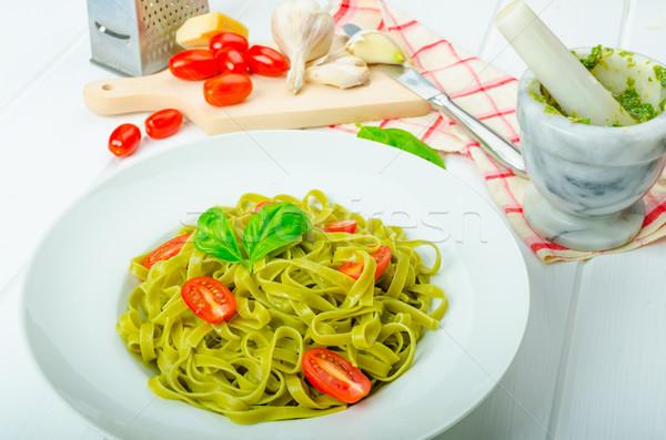 ıspanak tagliatelle fesleğen pesto mini domates Stok fotoğraf © Peteer