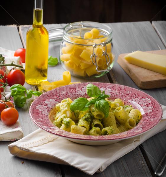 Pesto bazylia oliwy orzechy parmezan Zdjęcia stock © Peteer