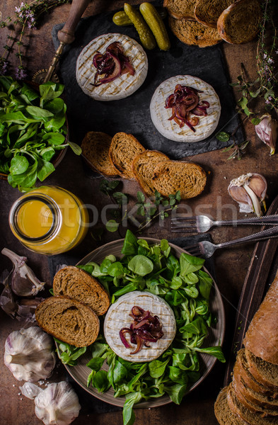 Gegrild camembert kaas salade panini brood Stockfoto © Peteer