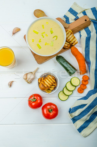 Cremoso sopa de legumes fresco suco de laranja alho brinde Foto stock © Peteer