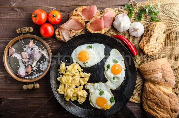 Completo proteína desayuno ajo brindis huevos Foto stock © Peteer