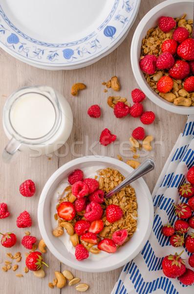Granola nueces mixto fresas yogurt Foto stock © Peteer
