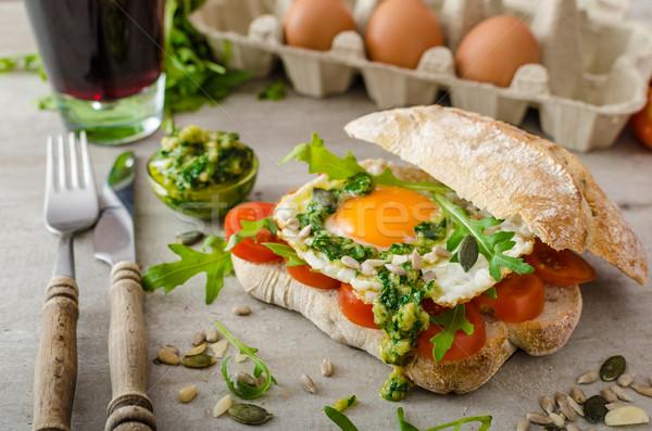 Sahanda yumurta domates pesto biyo yumurta sağlıklı Stok fotoğraf © Peteer