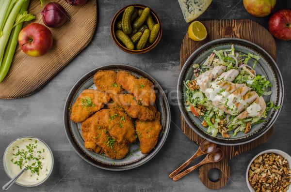 Originale insalata pollo alla griglia tutto tavola Foto d'archivio © Peteer
