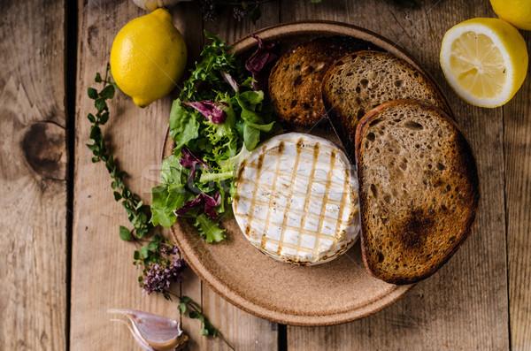 A la parrilla camembert queso mini ensalada Foto stock © Peteer