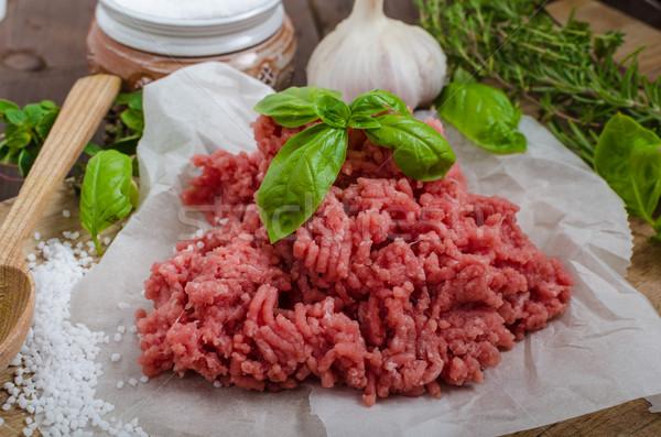 Carne de vacuno crudo mesa de madera hierbas especias textura Foto stock © Peteer