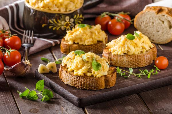 Uova strapazzate erbe aglio tostato pane Foto d'archivio © Peteer