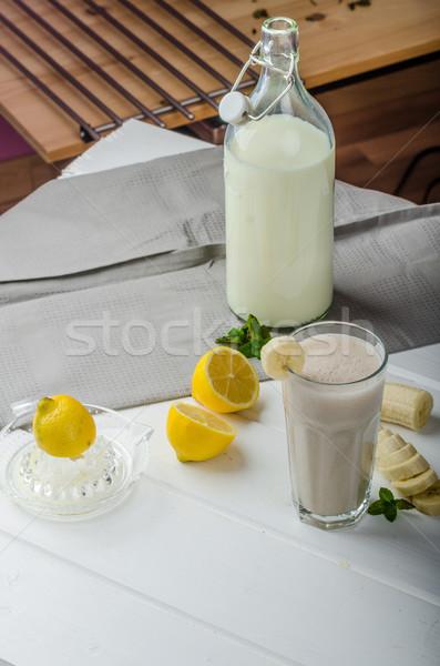 Stockfoto: Eigengemaakt · banaan · smoothie · citroenen · kruiden · organisch