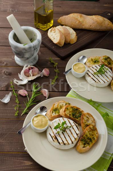 Grelhado queijo camembert mini ervas baguettes mostarda Foto stock © Peteer