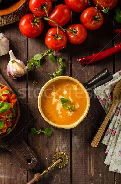 Creamy supa de rosii usturoi roşii frunze Imagine de stoc © Peteer