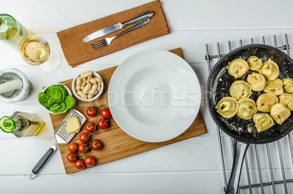 Házi készítésű tortellini töltött spenót fokhagyma csökkentés Stock fotó © Peteer