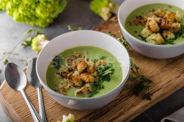 Zöld karfiol leves kenyér étel vacsora Stock fotó © Peteer