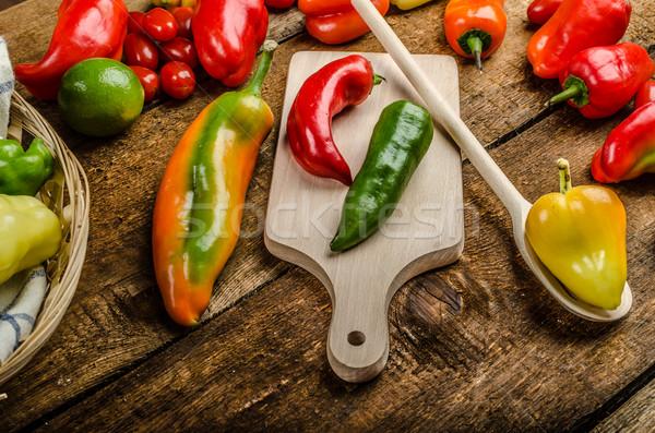 Bio poivrons jardin alimentaire Photo stock © Peteer