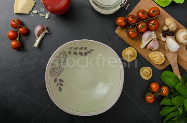 Házi készítésű nagy tortellini töltött gombák paradicsomok Stock fotó © Peteer