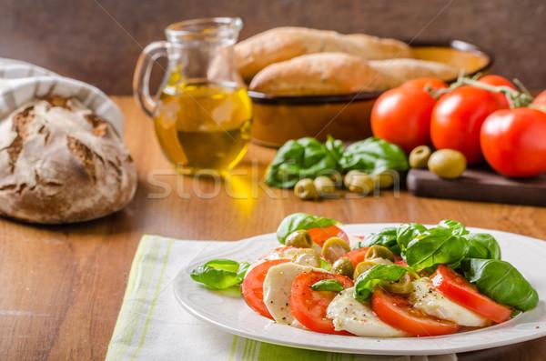 Caprese salatası lezzetli İtalyan salata fesleğen domates Stok fotoğraf © Peteer
