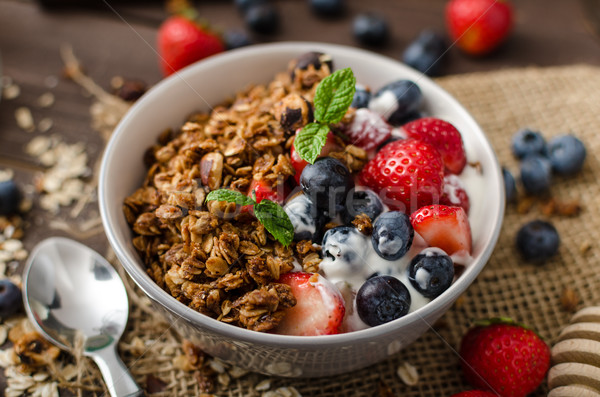 Yogourt granola baies faible bol Photo stock © Peteer