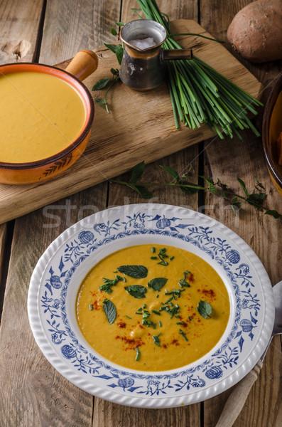 Tatlı patates çorba otlar kırmızı biber sarımsak plaka Stok fotoğraf © Peteer