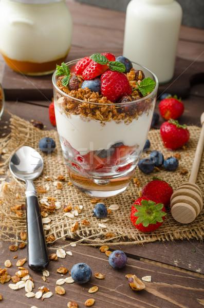 Yogurt granola bayas pequeño vidrio Foto stock © Peteer