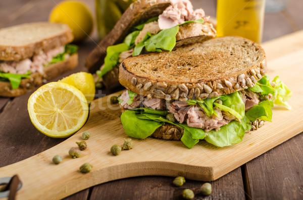 Atún sándwich semillas pan limón jugo Foto stock © Peteer