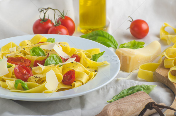 Tagliatelle italiano cores tomates manjericão Foto stock © Peteer