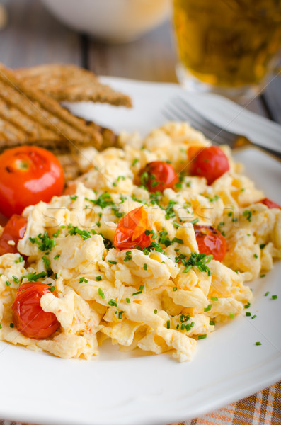 Huevos revueltos tomates cebollino panini brindis Foto stock © Peteer