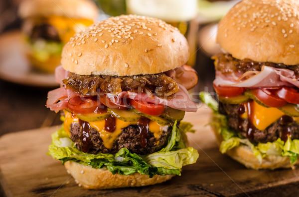 Stockfoto: Eigengemaakt · rundvlees · hamburger · ui · spek · bier