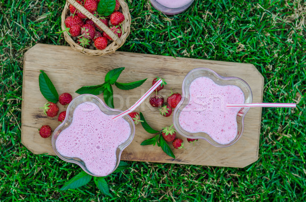 Photo stock: Smoothie · à · l'extérieur · été · panier · fraises · alimentaire