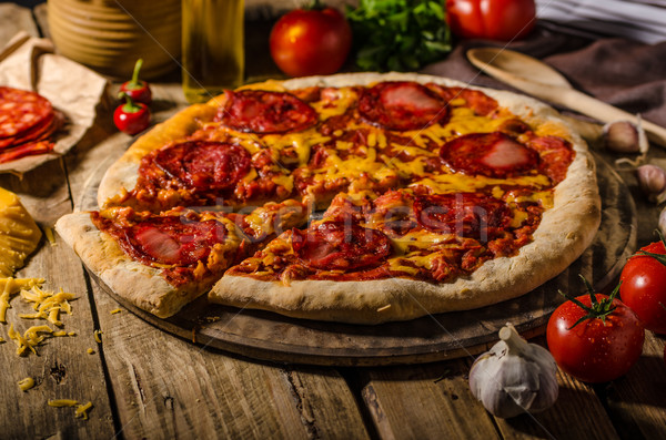 Rustiek salami pizza cheddar kaas chorizo Stockfoto © Peteer