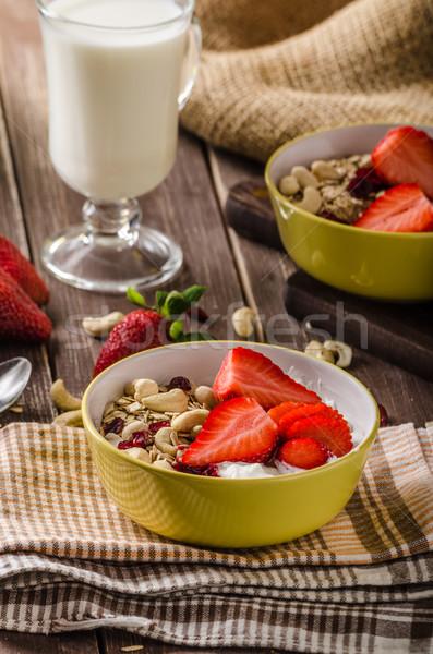 Stock fotó: Kása · joghurt · friss · diók · eprek · egészséges