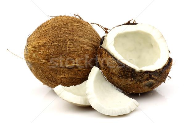 Twee vers kokosnoten een witte Stockfoto © peter_zijlstra