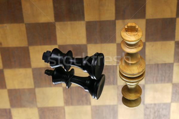 Sakkfigurák kockás sport tükör játék nyertes Stock fotó © peter_zijlstra