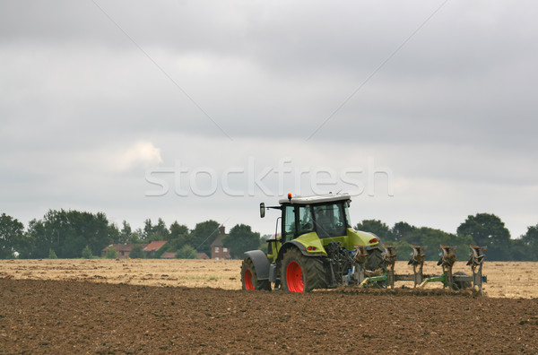 Traktor mező húz eke Stock fotó © peterguess