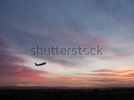 Napfelkelte repülőgép felszállás hajnal felhők repülőgép Stock fotó © peterguess