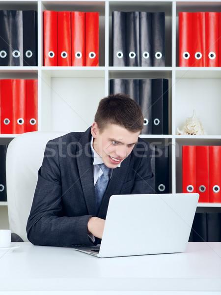 Finansal kriz genç işadamı bakıyor dizüstü bilgisayar Stok fotoğraf © PetrMalyshev