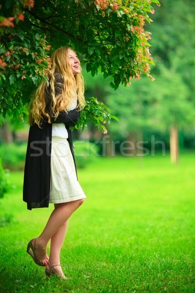 Ukrywanie deszcz dziewczyna oddziału drzewo kobieta Zdjęcia stock © PetrMalyshev
