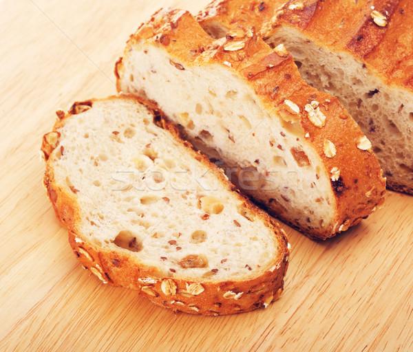 Teljes kiőrlésű kenyér diók szeletel vágódeszka étel Stock fotó © PetrMalyshev