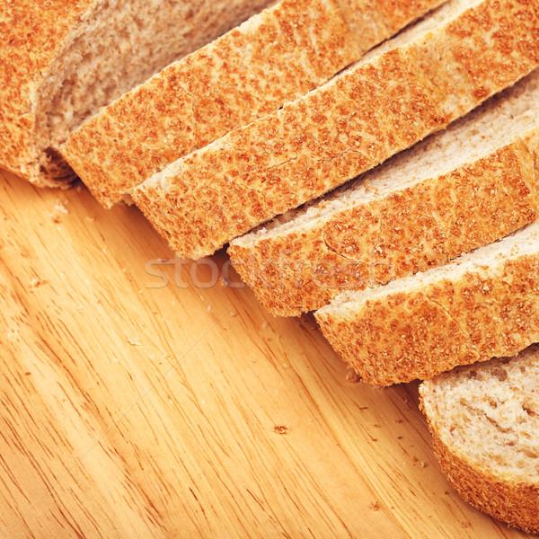 Teljes kiőrlésű fehér kenyér szeletel vágódeszka étel reggeli Stock fotó © PetrMalyshev
